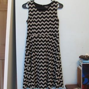 Black and white zigzag lace dress